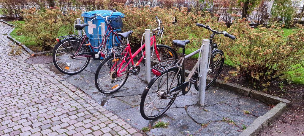 Nu har samtliga hus fått nya cykelställ Dessa cykelställ är mycket säkrare samt fler cyklar får plats
